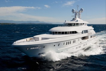 HUNTRESS Charter Yacht